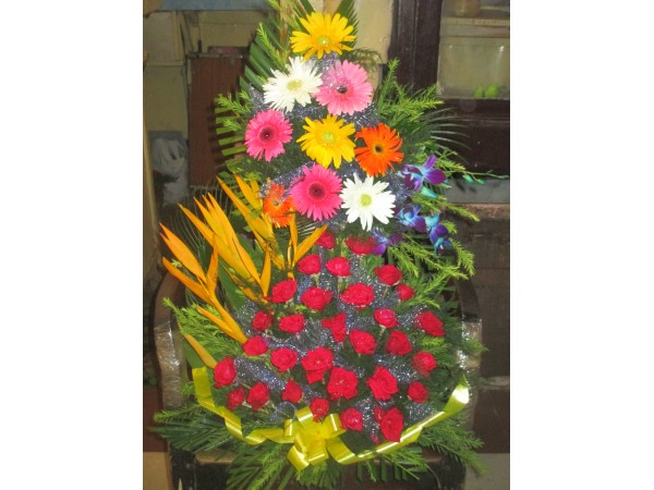 Mixed flower Arrangement 1 with Rose and others (Two tier) with one Greetings Card